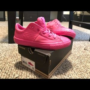 Pink converse for girl size 1.5 in box, brand new!